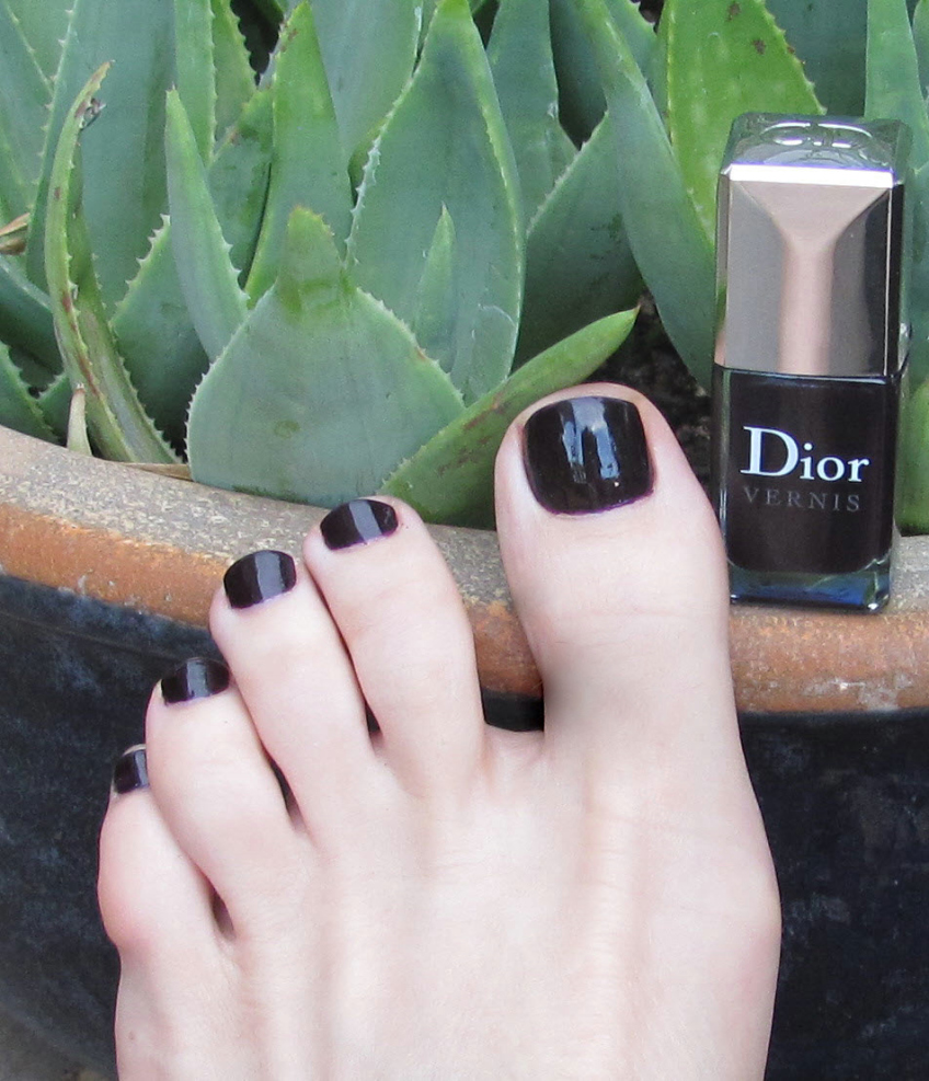 Wendy wearing Dior Vernis Purple Revolution on toes