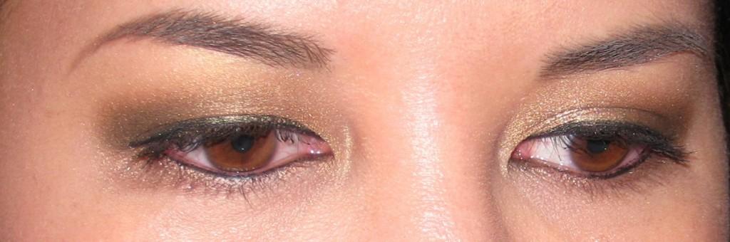 Jenn wearing Clinique Quickliner for Eyes Intense Ebony