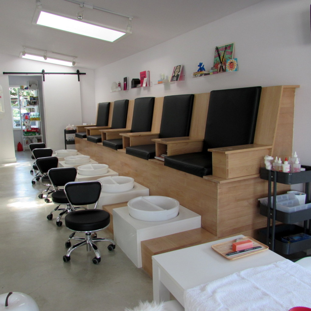 Dripped Nails, Houston, pedicure stations