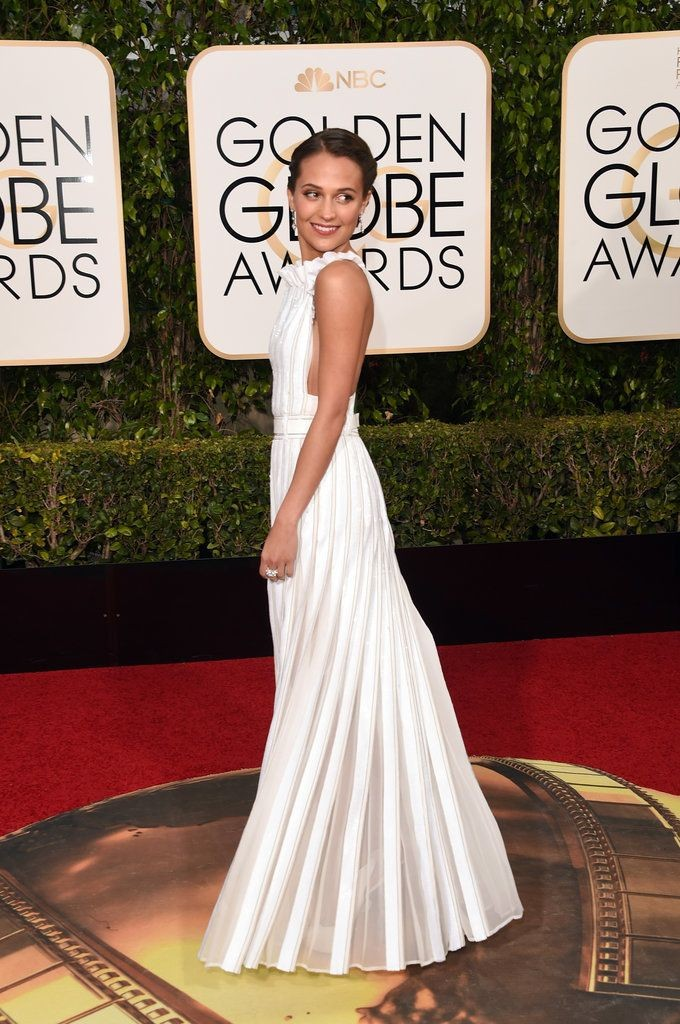 Alicia Vikander in Louis Vuitton, Golden Globes 2016